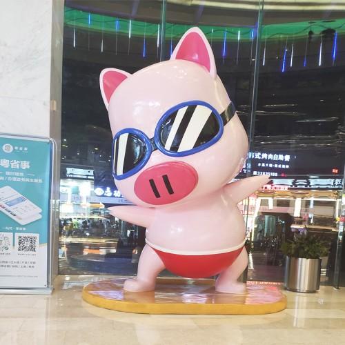 冲浪猪玻璃钢雕塑商场酒店卡通动物雕塑
