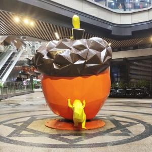 松鼠坚果玻璃钢雕塑商场造型动物艺术品摆件