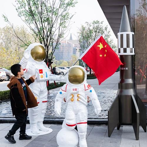 太空人物玻璃钢雕塑美陈宇航员景观摆件