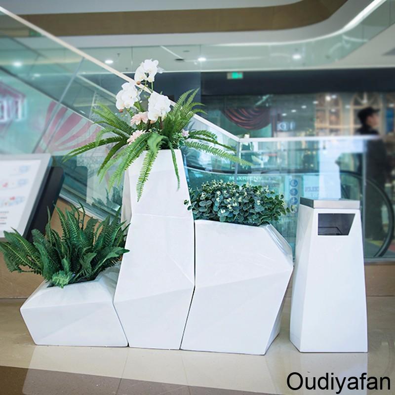找玻璃钢花盆厂家,这样选择玻璃钢花盆准没错!