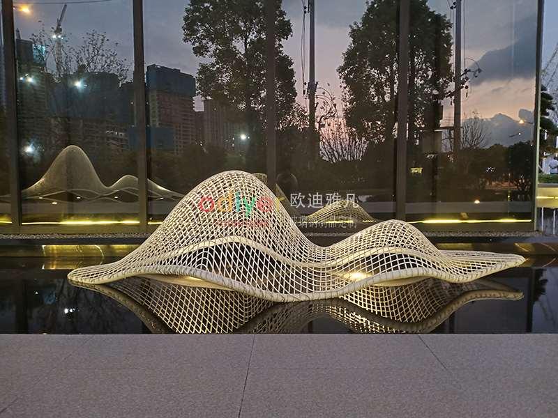 长沙地铁中建不锈钢雕塑定制案例