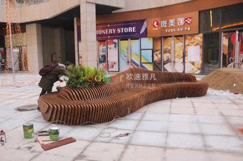 景观坐凳,户外木质切片坐凳现场施工完成!