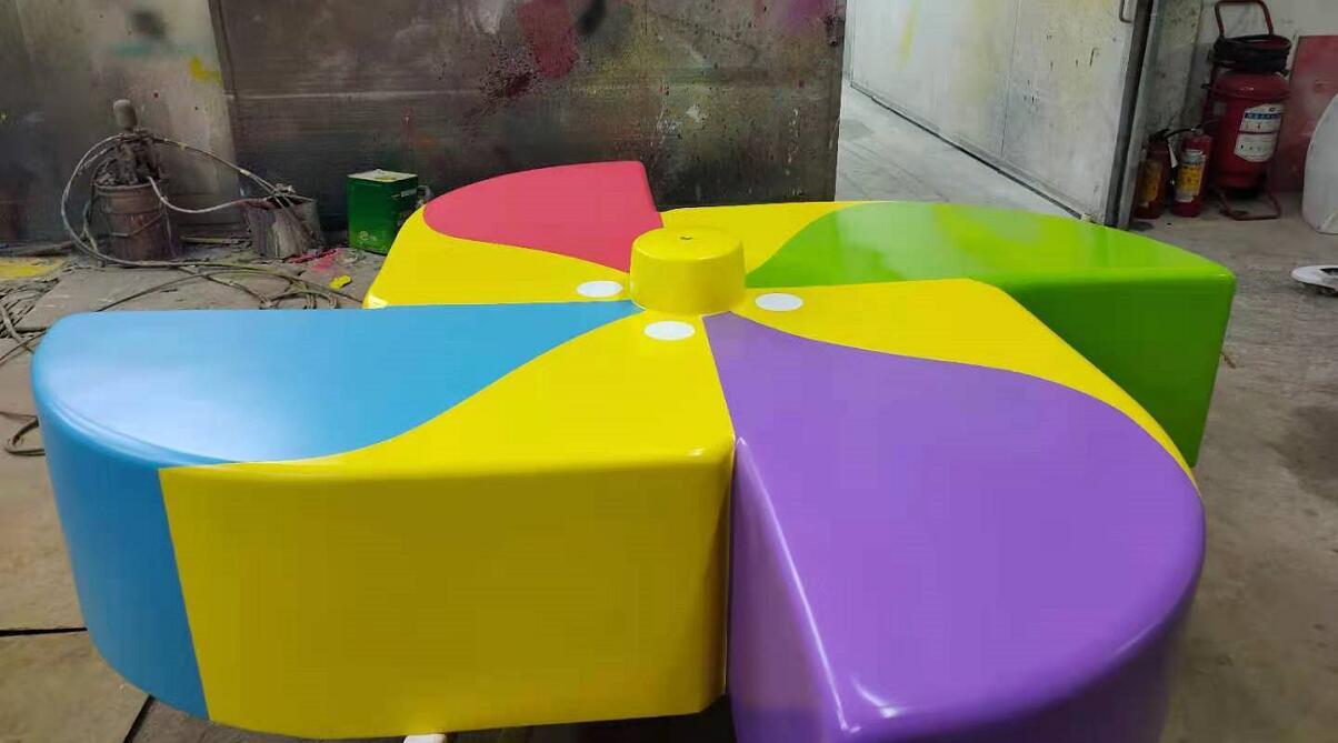 设计专利款异形风车玻璃钢坐凳制作完成了