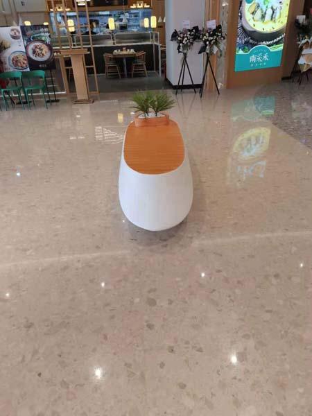 成都商场开业,摆放的那些玻璃钢花盆和座椅!