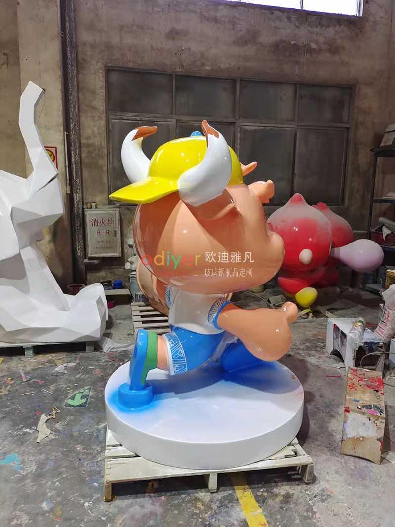 玻璃钢牛雕塑卡通公仔美陈摆件