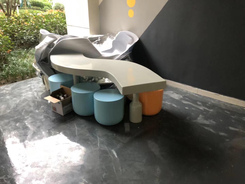 广西幼儿园订购一批玻璃钢艺术座椅